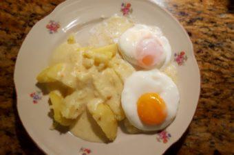Jajko w koszulce z kuchenki mikrofalowej